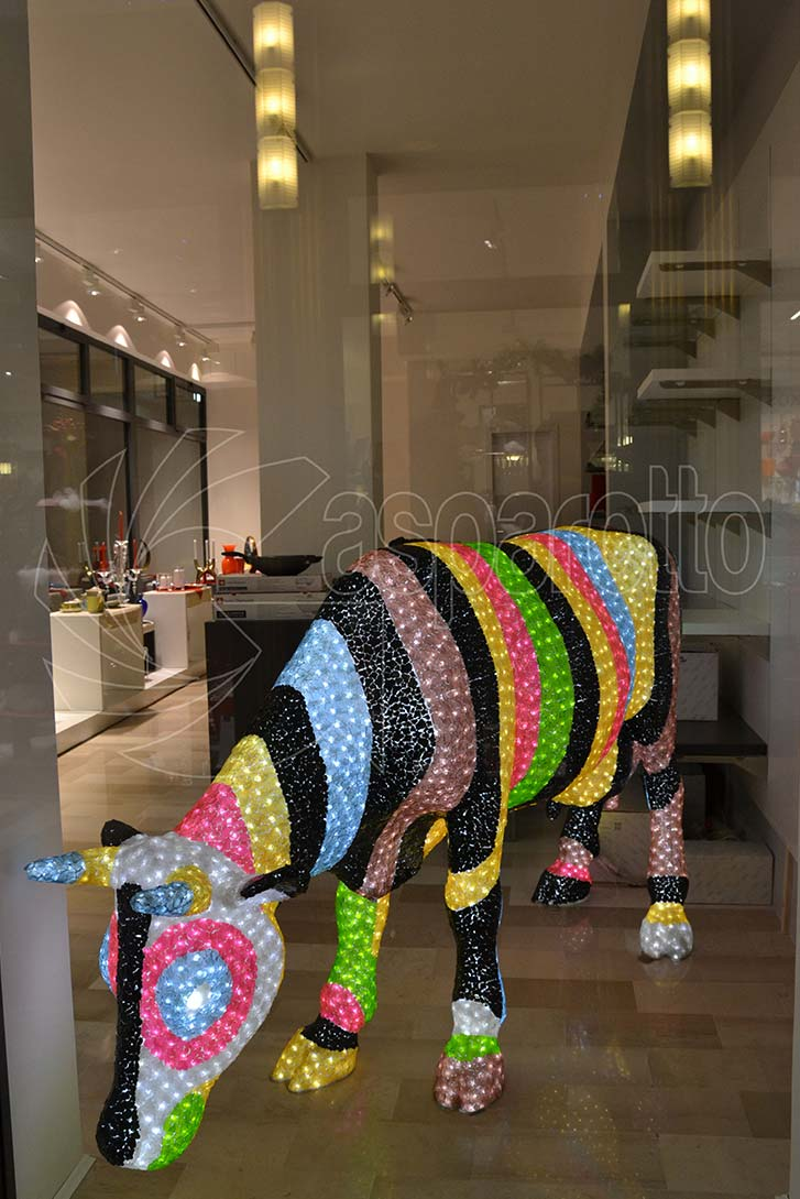 Mucca luminosa colorata