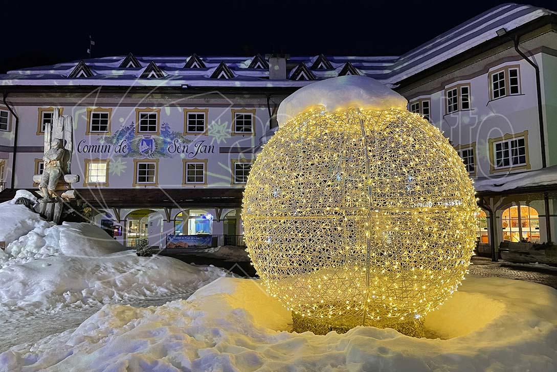 Sfera natalizia luminosa da esterno