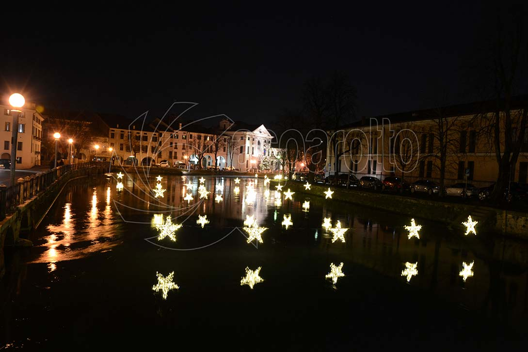 Stelle natalizie luminose